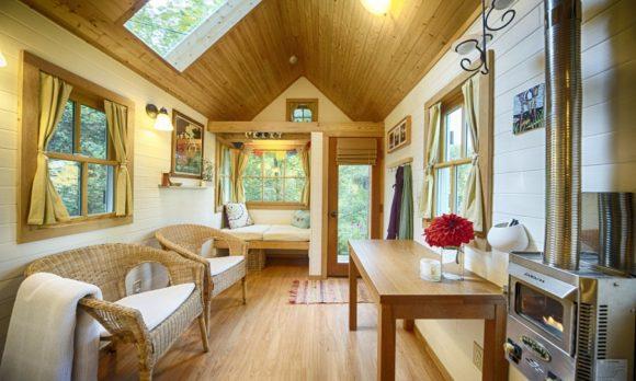 Уютный интерьер дачного домика