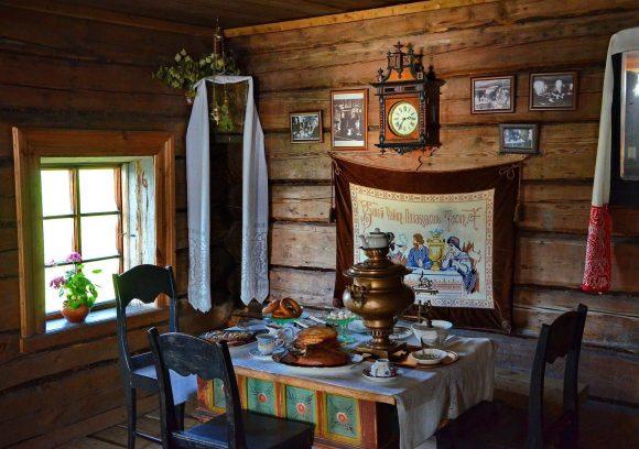 Интерьер деревенского стиля дачного домика