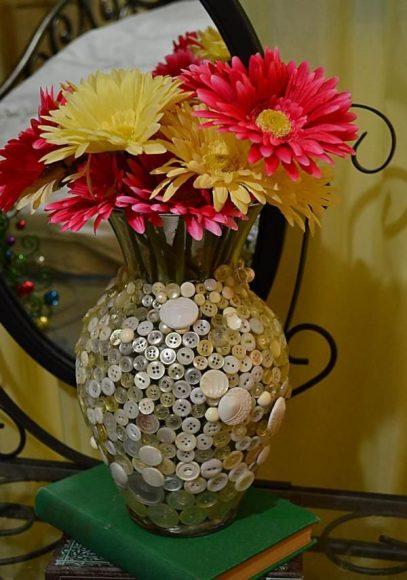 Ваза для цветов из пуговиц