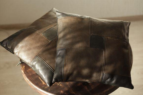 Декоративная подушка из кожи