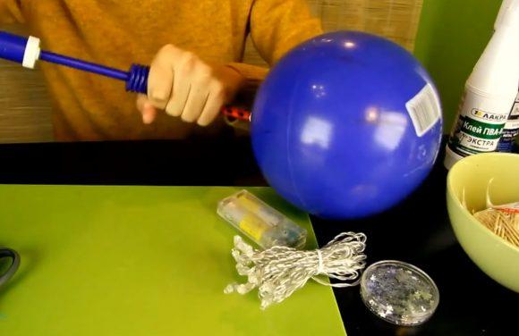 Надувание резинового мяча