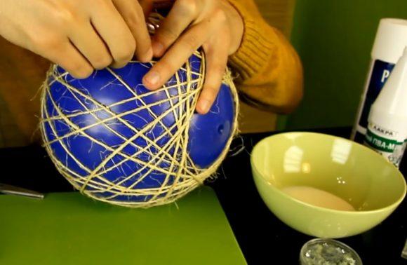 Обвязывание мяча сизалевой нитью