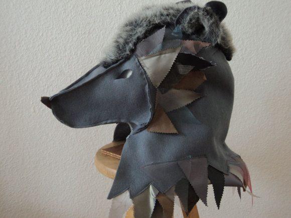 Голова волка из старой дубленки