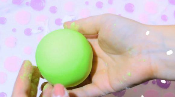 Пластилиновый шарик в силиконе