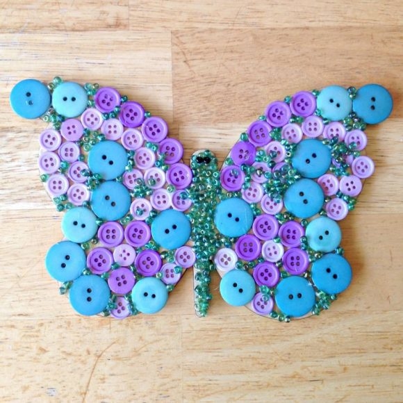 Бабочка из пуговиц