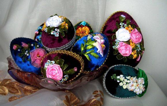 Пасхальные яйца своими руками из ткани, лент и бусин