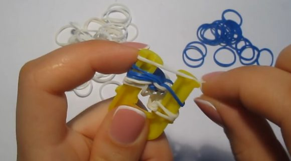 Процесс плетения браслета «Паучок»
