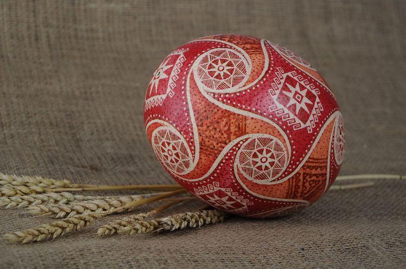 Традиции и современность: идеи для украшения яиц к Пасхе