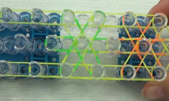 Плетение браслета из резинок на станке