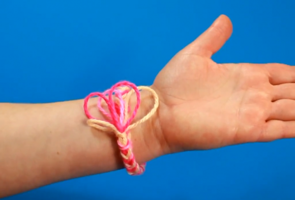 Готовый браслет на руке