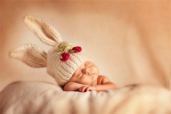 Шапочка «Заинька» на младенце