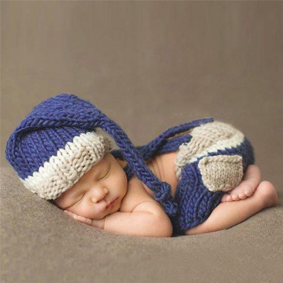 Шапочка-колпачок на младенце