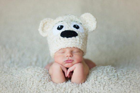 Шапочка-медвежонок на младенце