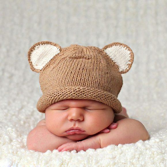 Шапочка с ушками на младенце