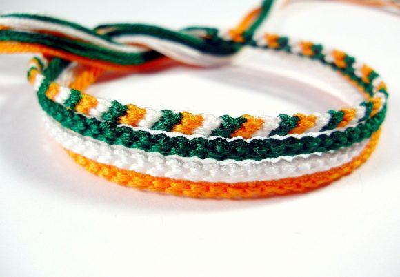 Тонкие браслеты из ниток