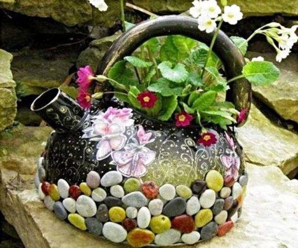Горшок для цветов из старого чайника