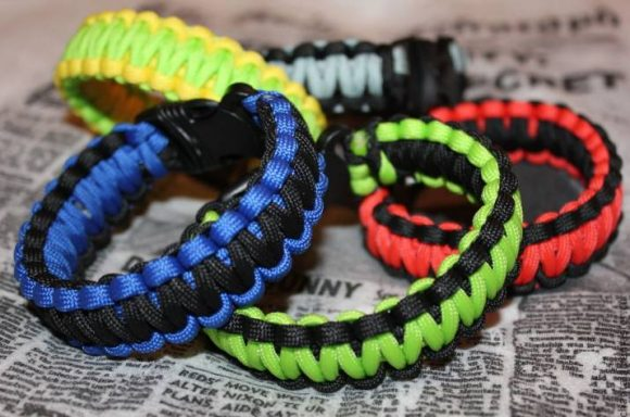 Цветные браслеты из паракорда