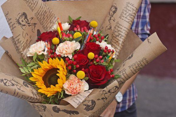 Букет из живых цветов на последний звонок для учителя
