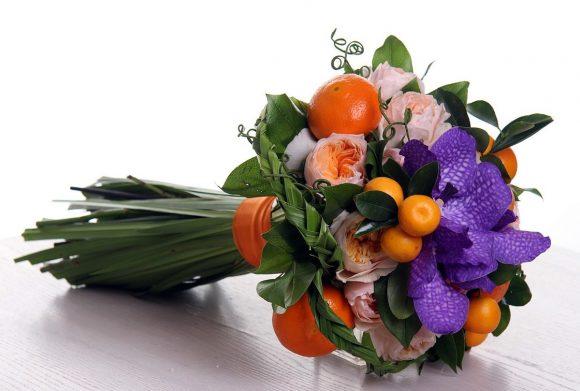 Букет из фруктов и цветов на последний звонок для учителя