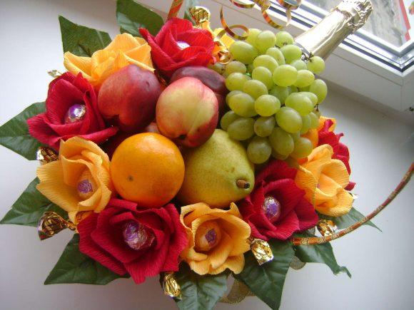 Букет из фруктов на последний звонок для учителя