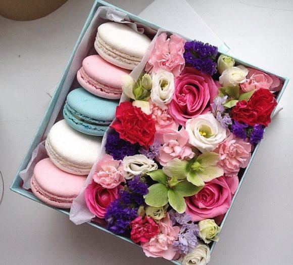 Подарочная коробка с цветами