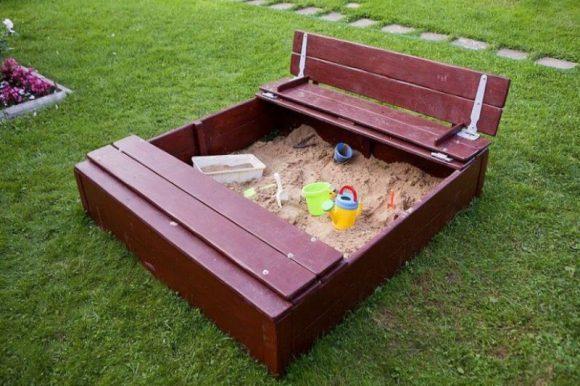 Песочница со скамейками