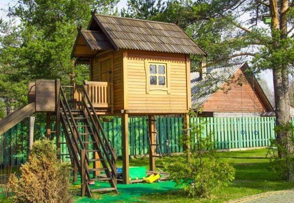 Игровой домик-площадка для дачи