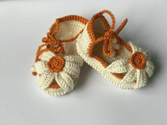 Тапочки-сандалии с цветком
