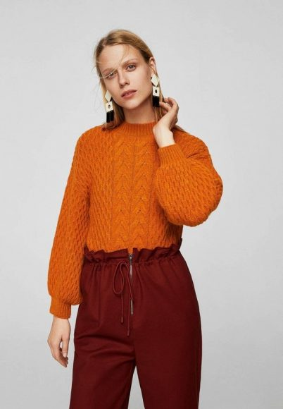 Стильный свитер с аранами