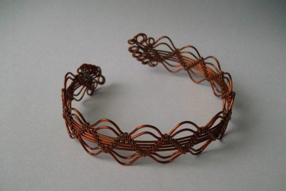 Красивый браслет из медной проволоки