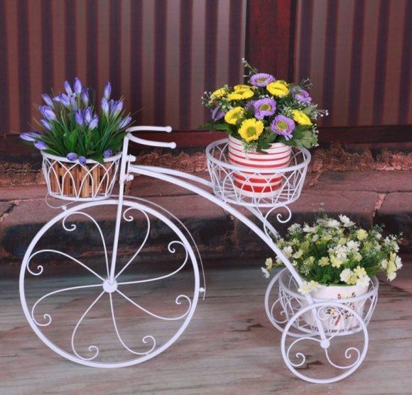 Эффектная подставка для цветов в форме велосипеда