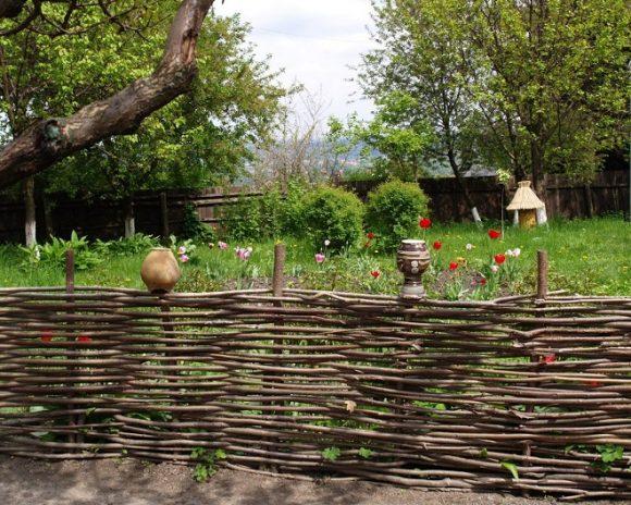 Колоритный плетень для сада пейзажного ландшафта