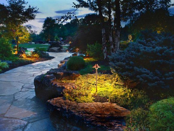 Эффектная подсветка сада природного дизайна