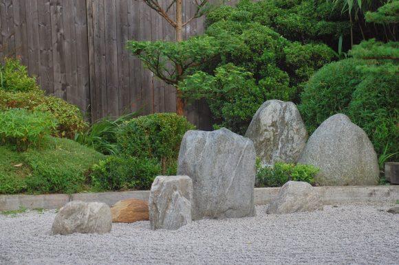 Каменный садик в древнеяпонском стиле на дачном участке