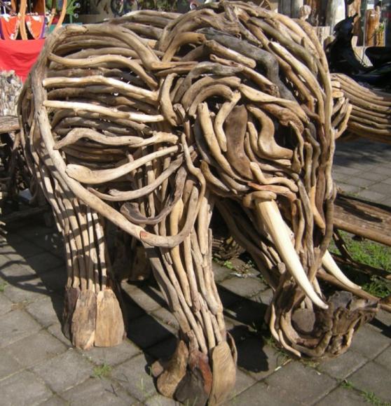 Скульптура из веток для садового участка