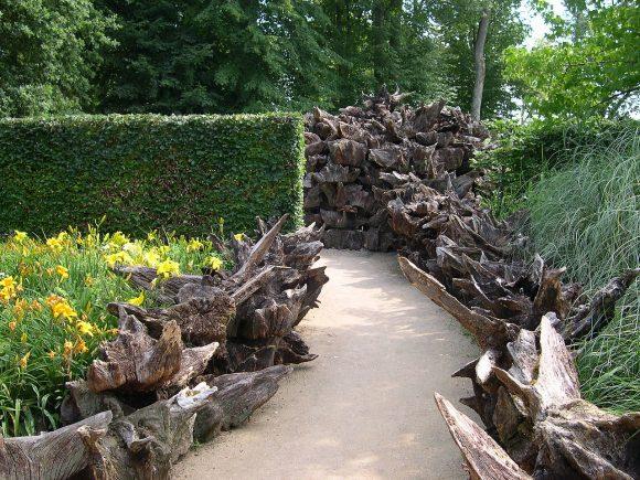 Бордюр садовый дорожки из коряг