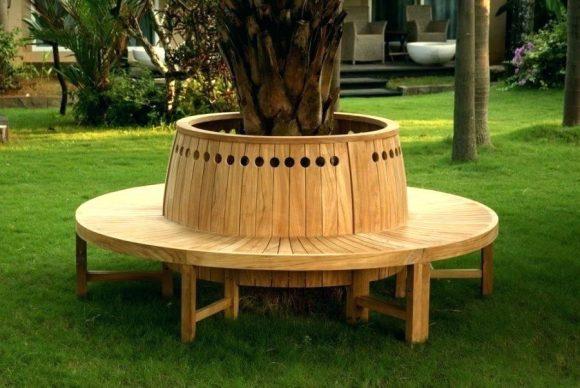 Круглая скамья вокруг ствола дерева