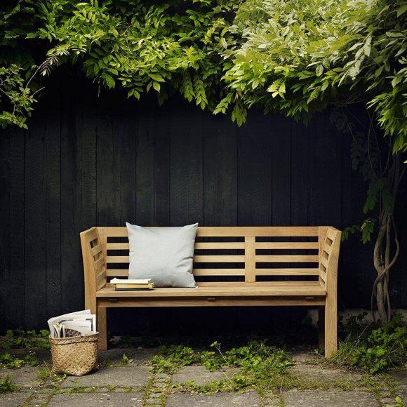 Зелёный навес над садовой скамейкой