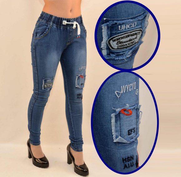 Заплатки с вышивкой на джинсах