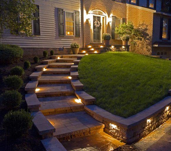 Освещение садовых дорожек встроенными приборами