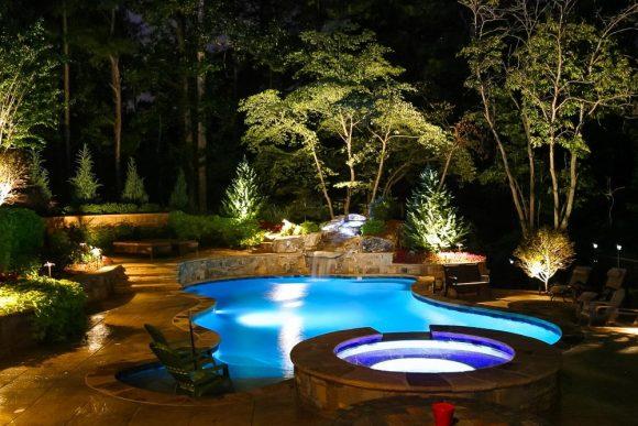 Подсветка дачного бассейна