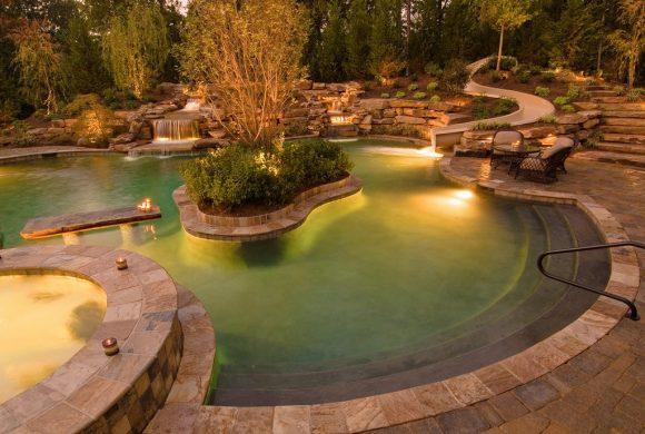 Большой дачный бассейн с подсветкой