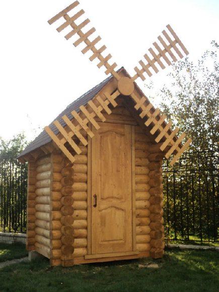 Декоративная мельница на сарае