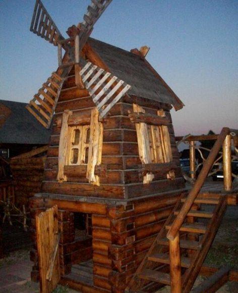 Декоративная мельница с лестницей