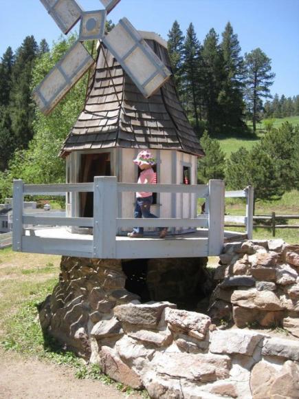 Мельница на детском домике