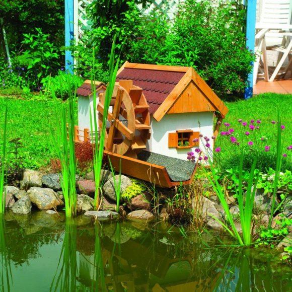 Декоративная мельница у пруда