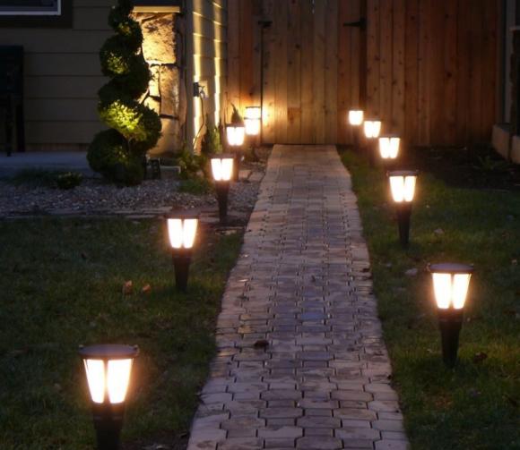 Освещение входа на приусадебный участок фонарями