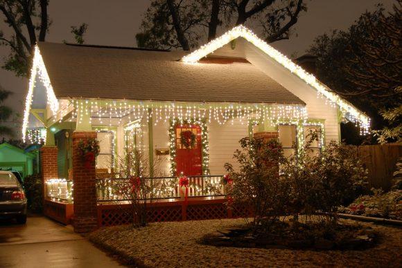 Новогоднее украшение загородного дома