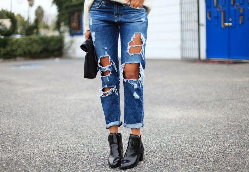 Дырки всё ещё в моде: как сделать их на джинсах своими руками