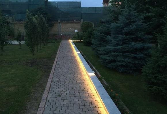 Освещение дорожки светодиодной лентой